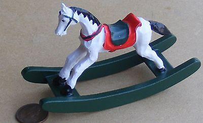 Appena 1:12 Scala Resina Cavallo A Dondolo Giocattolo Asilo Nido Accessorio Casa Delle Bambole Miniatura 1144-mostra Il Titolo Originale