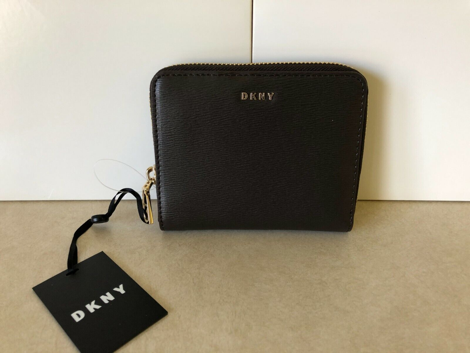 NWT DKNY Women's Bryant Small Leather Zip Around Wallet