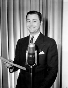 OLD-CBS-RADIO-PHOTO-Robert-Young-On-The-Drama-My-Love-Came-Back-1