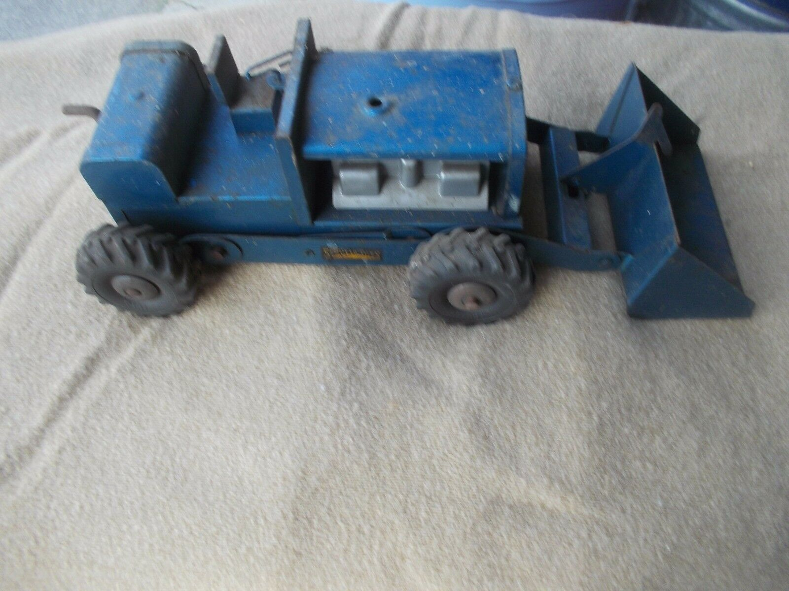1950-1960's Structo Toy 1/16 scale vintage blue loader tractor pressed steel toy