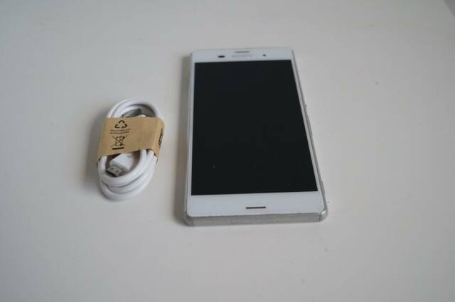 Sony Xperia Z3 White - FULLY UNLOCKED - Working Condition - Aussie STOCK