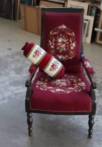 Eleganter-Armlehnenstuhl-mit-passendem-Kissen-Gobelin-Stickerei-wohl-1900-H