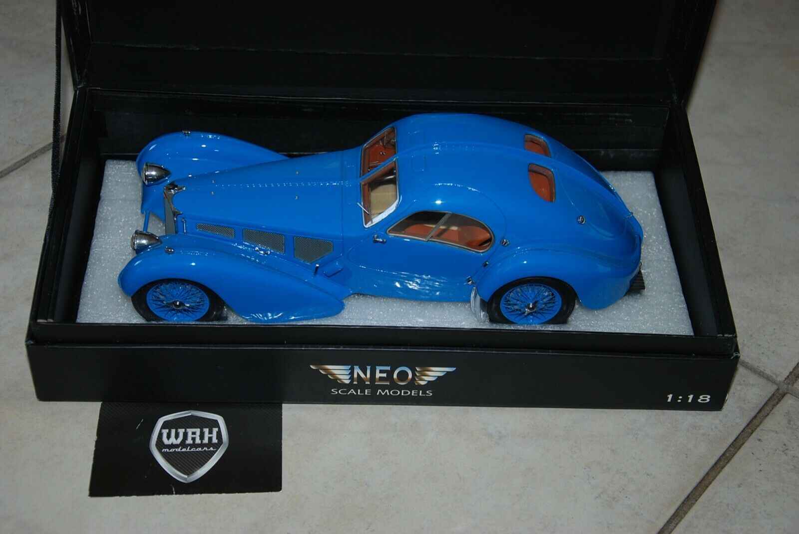 1/18 BUGATTI ATLANTIC COUPE BLUE Neo resin IN BOX