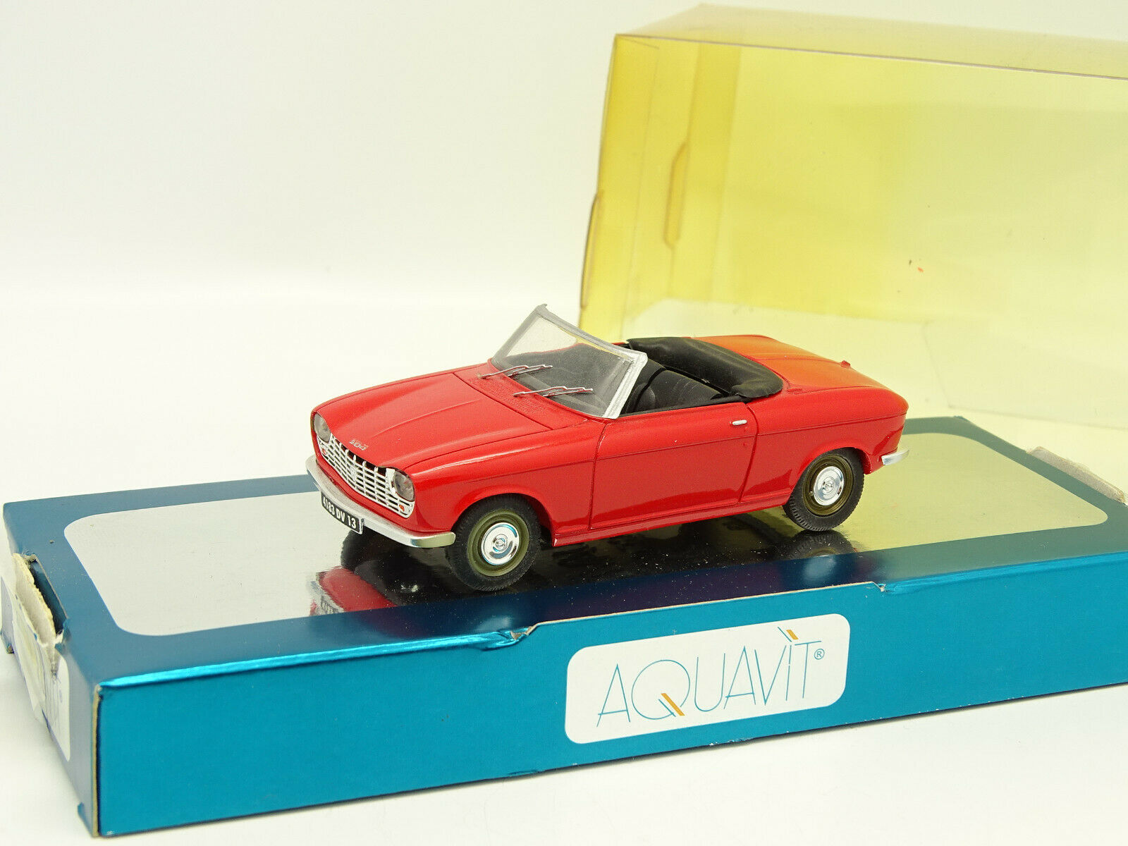 Aquavit Résine 1 43 - Peugeot 204 Cabriolet Rouge