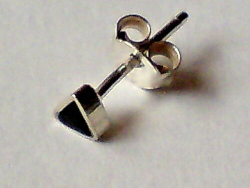STUD EARRINGS only £6.50 NWT STERLING SILVER /& BLACK ONYX TRIANGULAR SMALL 3mm