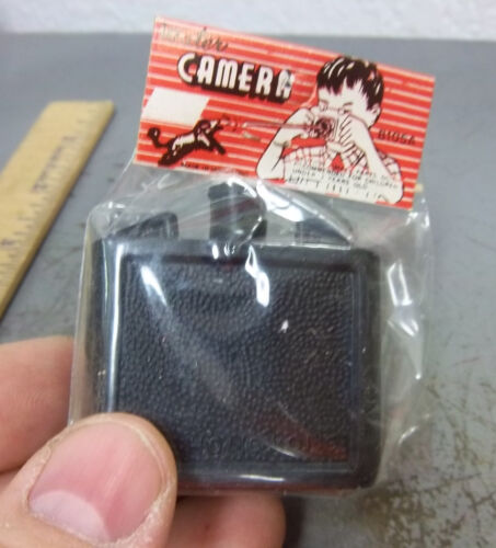 plastic mini squirt camera vintage 1960 kids dime store toy new in package!