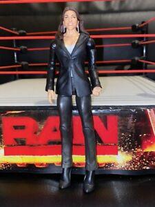 Stephanie-McMahon-Basic-Series-RARE-WWE-Mattel-Wrestling-Figure