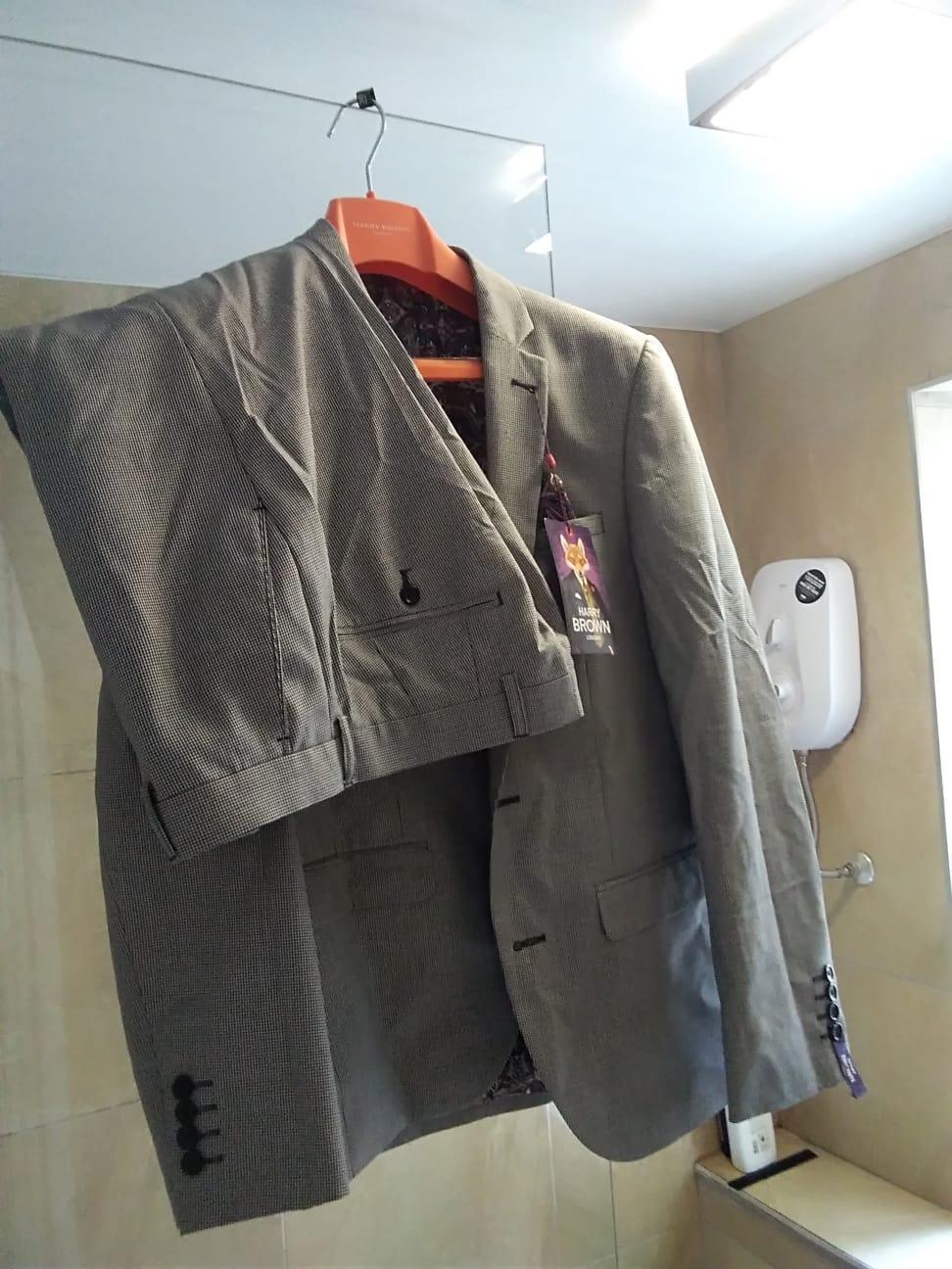 Men's Harry Brown 3pc Slim Fit Suit(38R 32R) in Grey