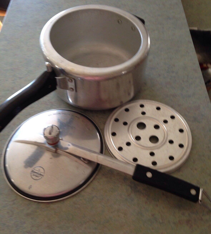 Hawkins Universal Pressure Cooker 4 Liters Listed 529X Vintage