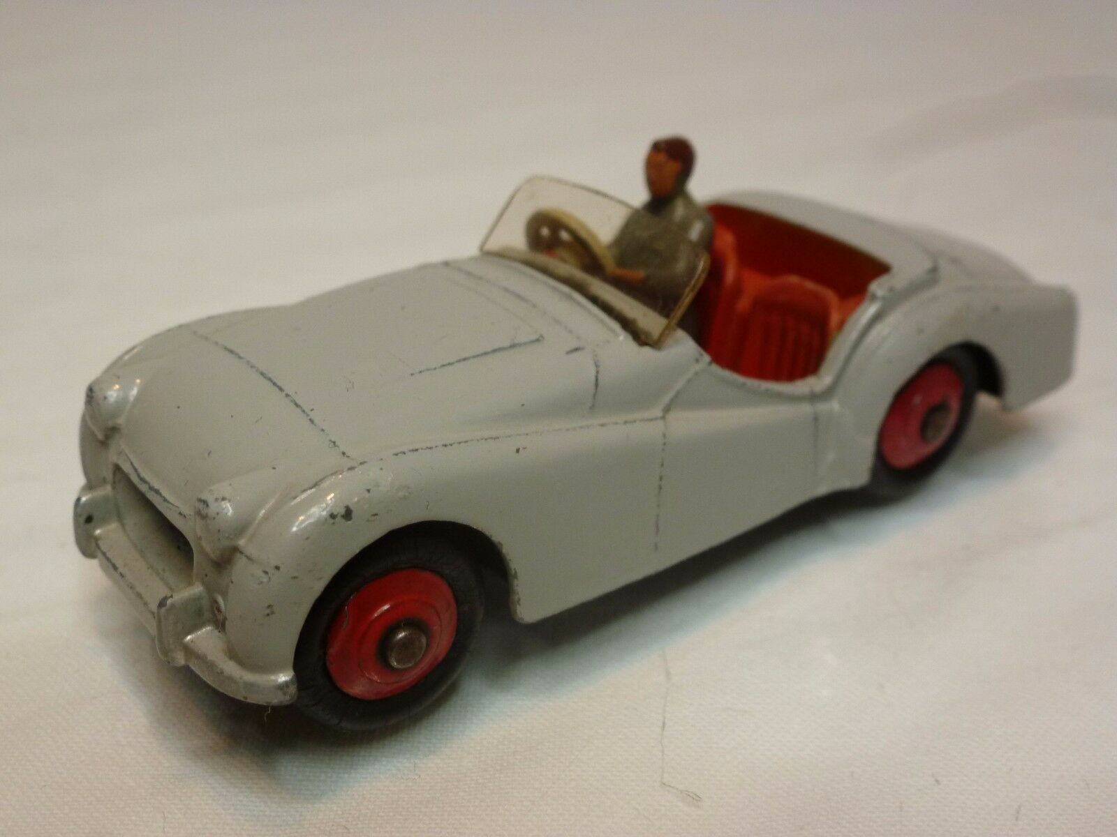 DINKY TOYS 105 TRIUMPH TR2 - gris 1 43 - VERY GOOD CONDITION