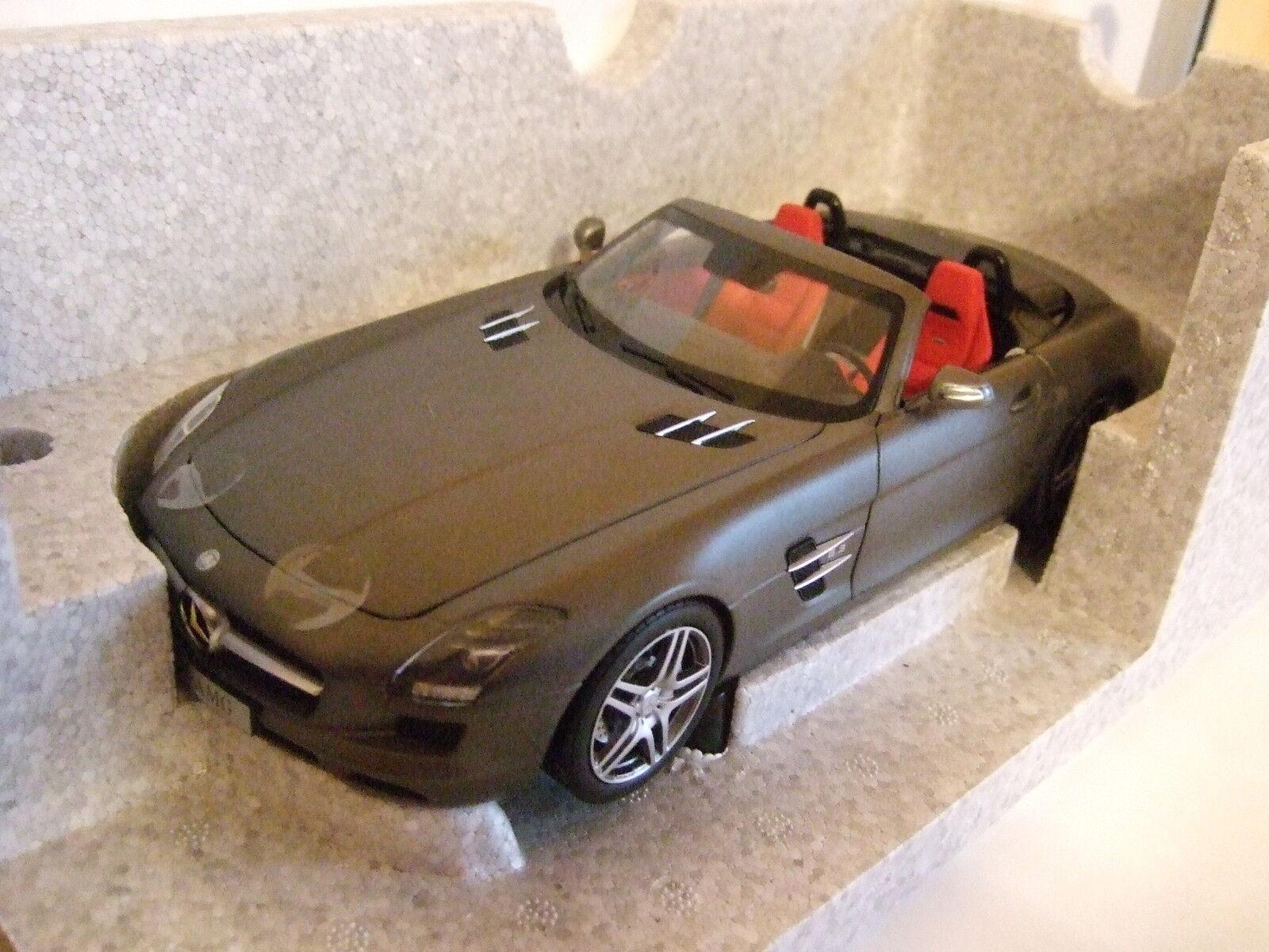 Mercedes SLS AMG Roadster 2011 monzagris de NOREV 1 18 NOUVEAU & NEUF dans sa boîte