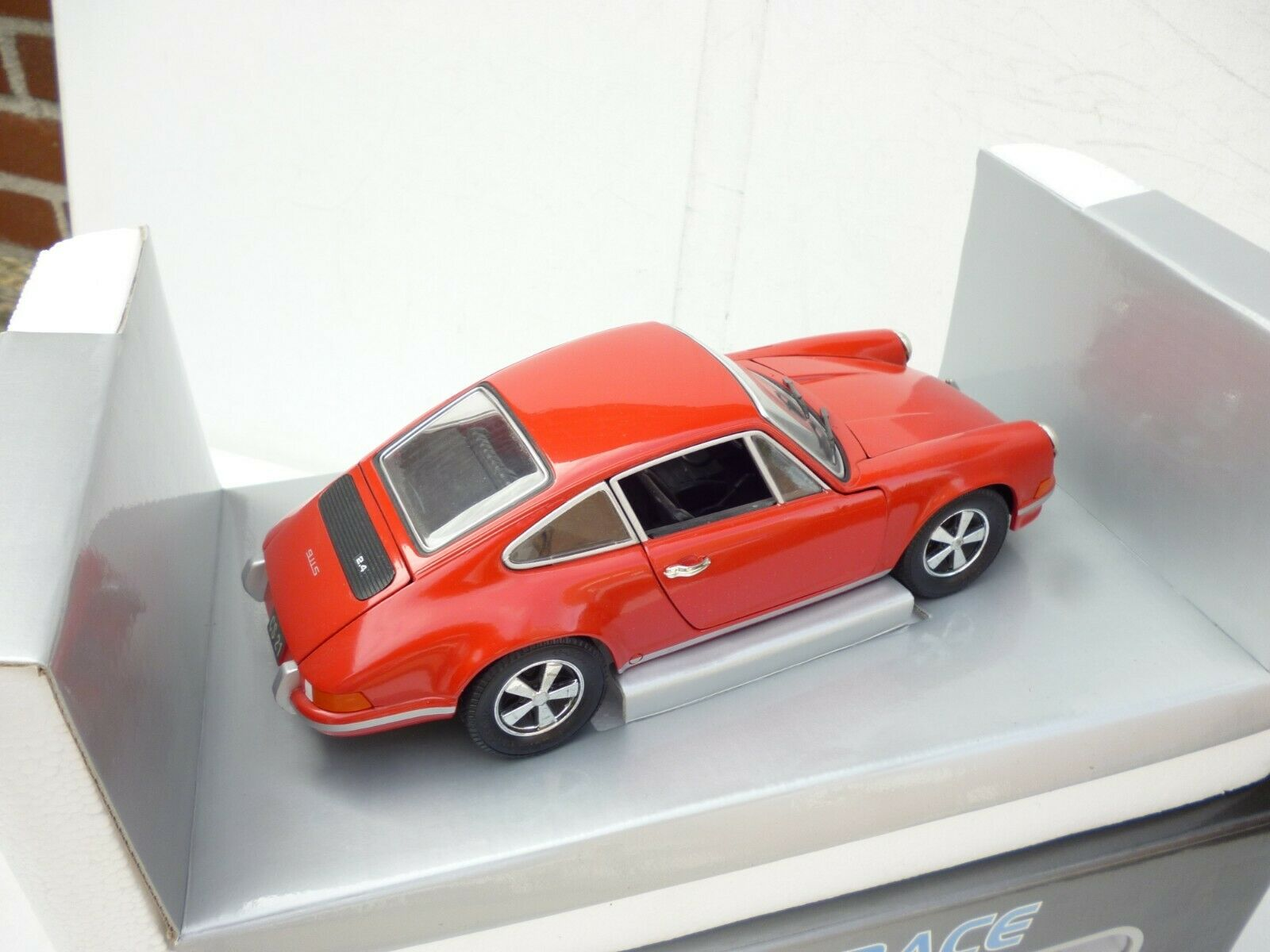 Universal Hobbies Eagles Race 1 18 Scale 1973 Porsche 911 S rosso 2.4L NM BOX