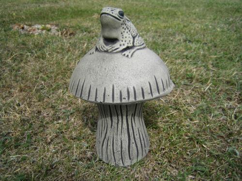 Frog champignon en pierre jardin ornementbeaucoup plus ornements dans ma boutique!