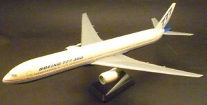 BOEING-B777-300-snap-fit-plastic-factory-livery-model-1-200