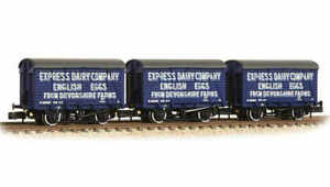 Graham-Farish-377-440-N-Gauge-SR-12t-Vent-Van-Express-Dairy-Triple-Pack