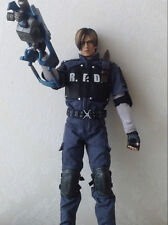 KO 1:6 Hot Toys  Resident Evil 4 Leon S. Kennedy R.P.D. Version Scale Figure