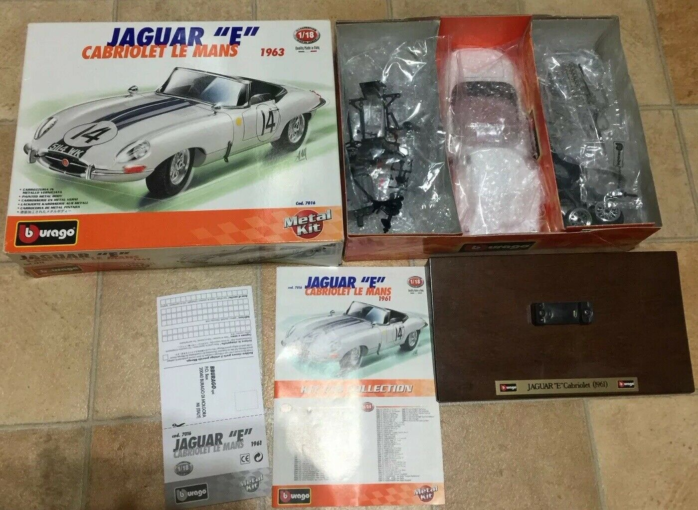 1 18 Jaguar E Type cabriolet Bianco 1 18 Diecast Classic RACE CAR KIT in scatola