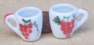1:12 Scale 2 White Ceramic Conique Mugs Raisin Motif Maison De Poupées Accessoire W108g-afficher Le Titre D'origine