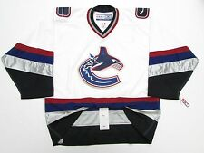 VANCOUVER CANUCKS AUTHENTIC WHITE CCM 6100 HOCKEY JERSEY SIZE 52