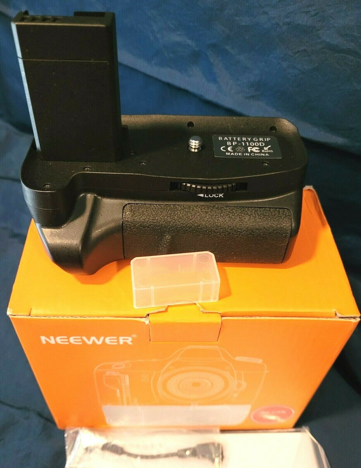 New In Box NEEWER Vertical Battery Grip BAG-H Comp. w/ Canon 1100D, w/ Man. Wire