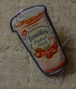 epinglette-amour-de-pays-joghurtmilch-FRAISE-an1233