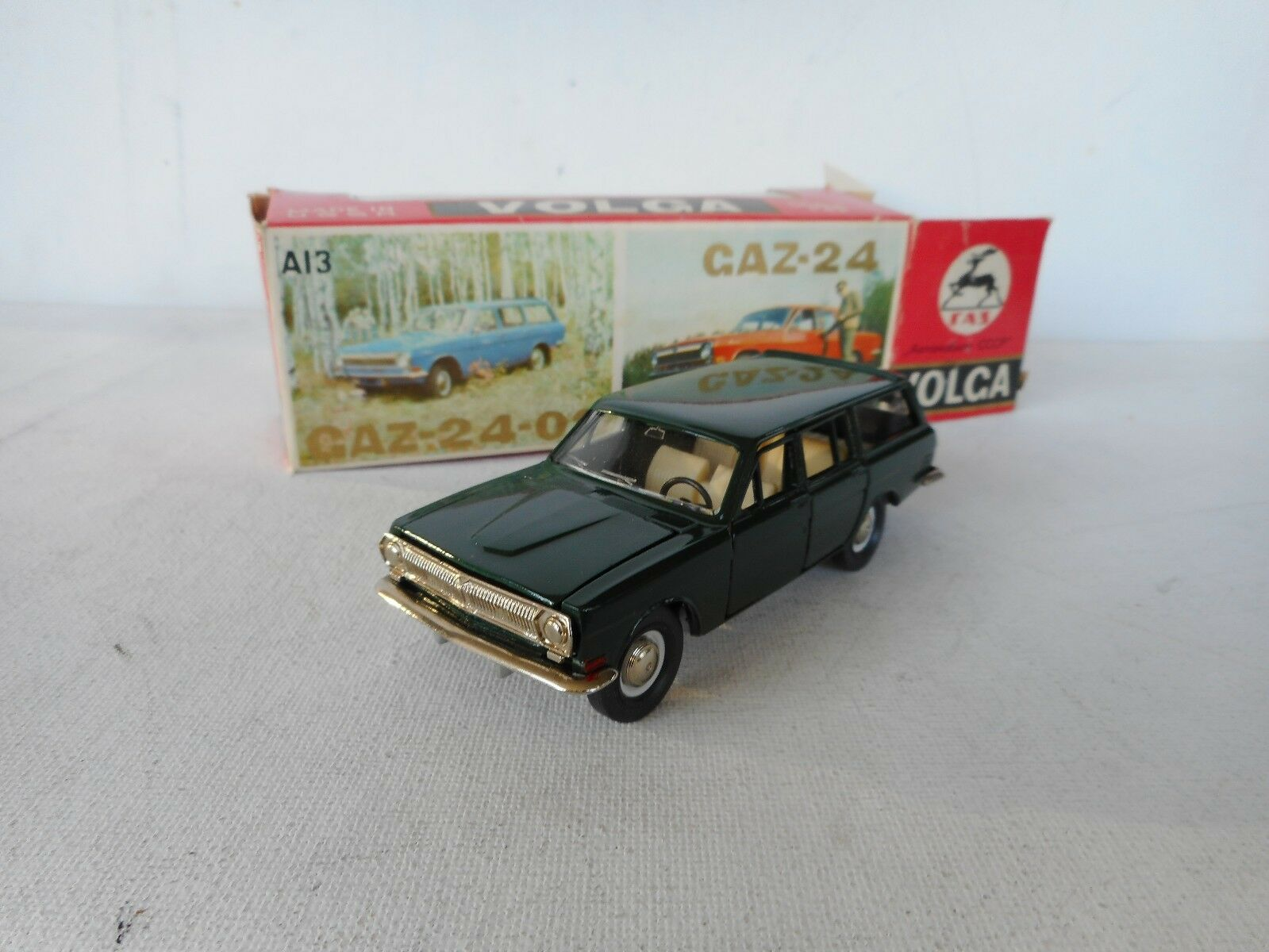 1/43  RUSSIAN CAR   VINTAGE LIMOUSINE STATION WAGON  IN NICE Verde CAR SUPER