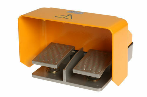 Doppel Fußschalter mit Schutzhaube Trittschalter Fußpedal Schalter Fernschalter