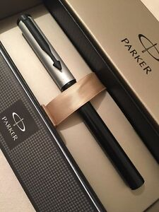NEW PARKER BETA BLACK & SILVER BALLPOINT PEN-BLACK INK-GIFT BOX. yNxZAP9n-09091234-257942875