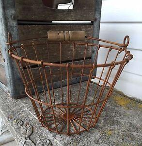Small-Primitive-Rusty-Wire-Egg-Basket-Wood-Handle-Farmhouse-Decor