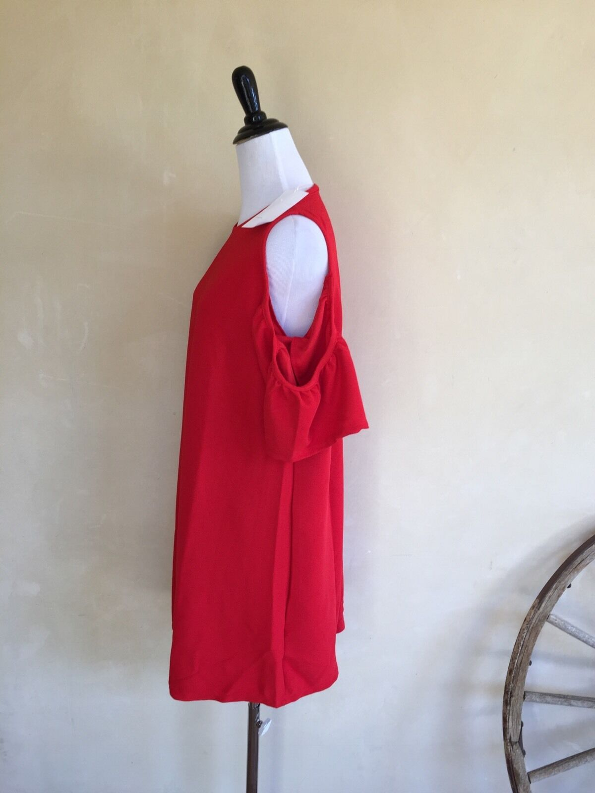 ZARA WOMENS Super Cute Red Solid Above Knee Open Shoulders Dress Sz L NWT  Nice