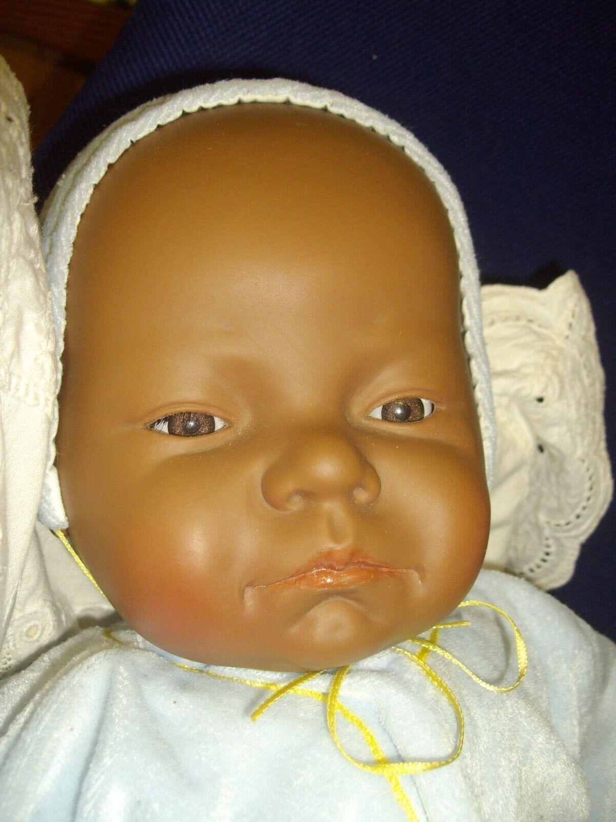 Niedlicher Schokokrümel - Puppe   Baby dunkel  Antonio Juan ca 52 cm