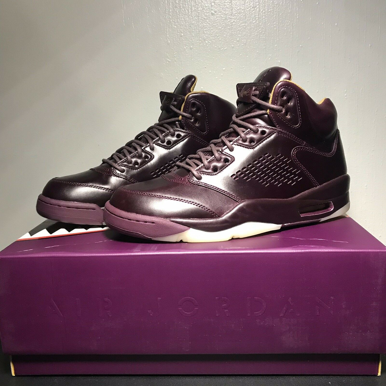 Air Jordan 5 Retro Premium - SIZE 9.5- 881432-612 Wine Maroon Burgundy Bordeaux