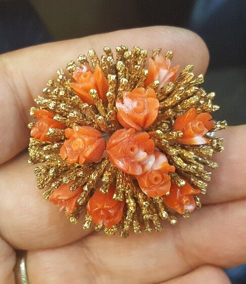 VINTAGE 18K YELLOW gold  FLOWER RED CORAL BROOCH