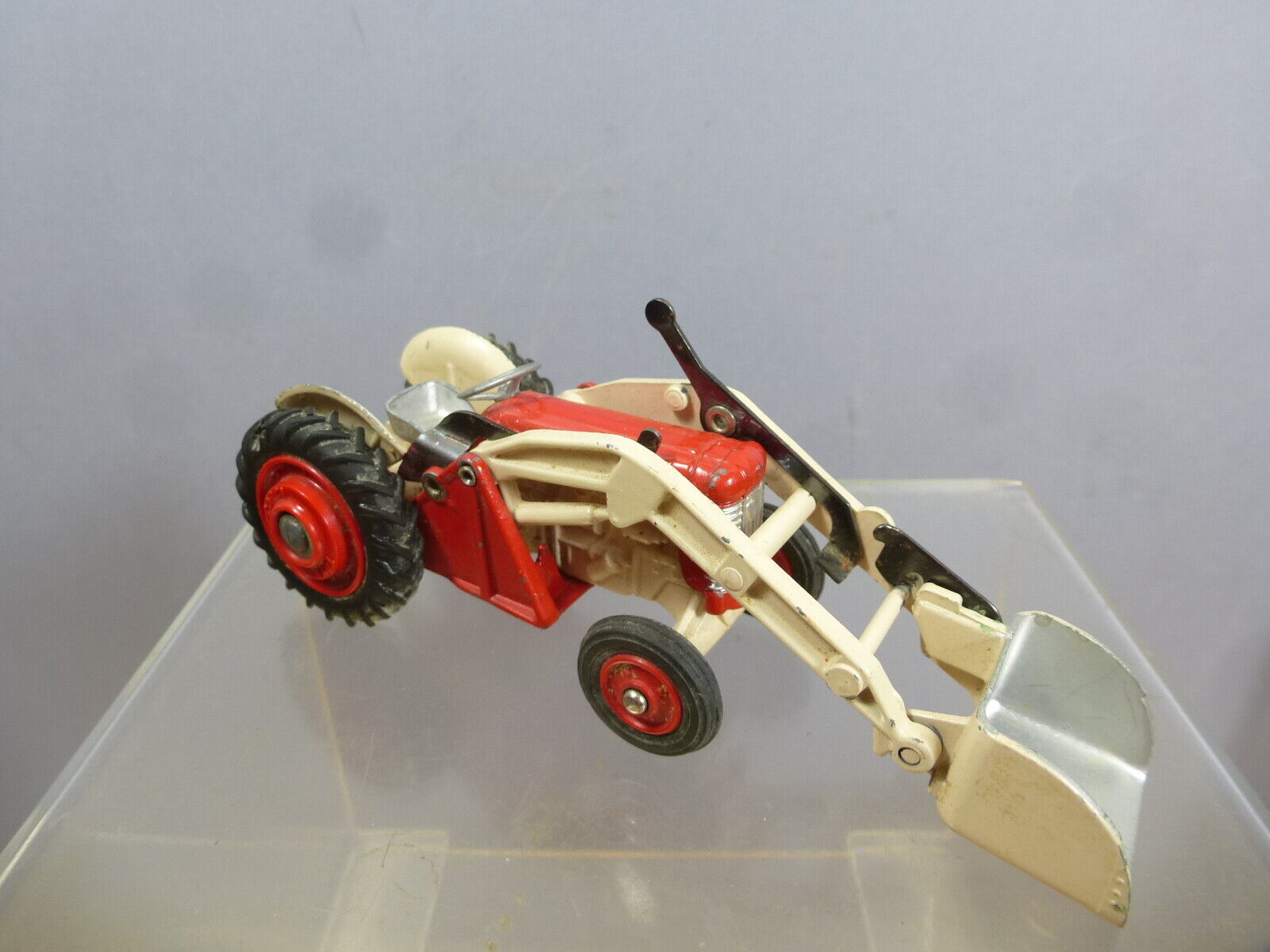 CORGI  TOYS MODEL No.53  MASSEY-FERGUSON 65 TRACTOR WITH SHOVEL   FINAL VERSION