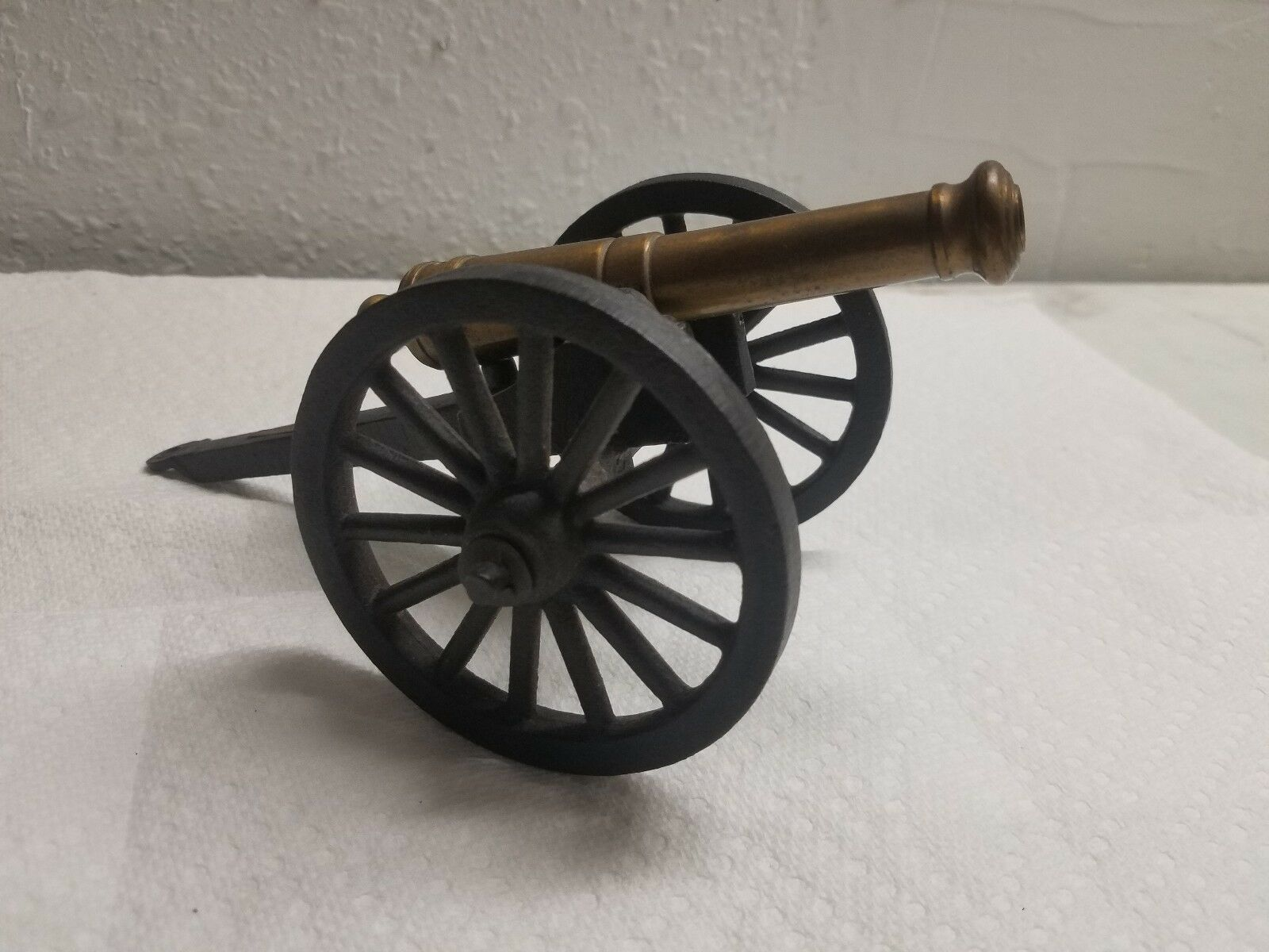 VINTAGE REPLICA BRASS CANNON WITH CAST IRON CARRIAGE Jamestown Va. 1607