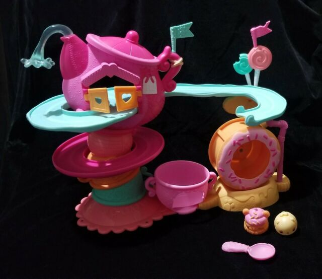 """Num Noms /""""Go-Go Cafe/"""" Playset with Scented Characters"""