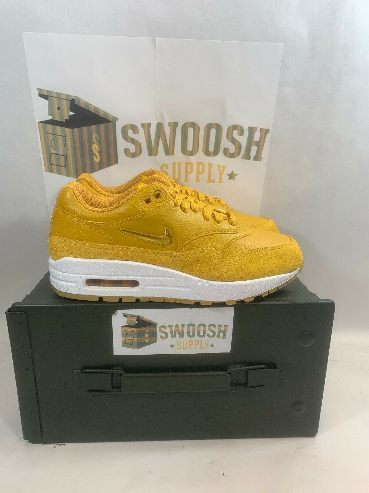 Nike Women's Air Max 1 Premium SC Mineral Yellow Size 8 AA0512 700