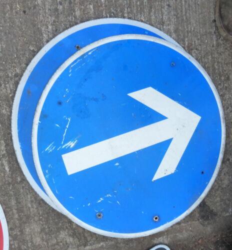 altes Verkehrsschild Schild Alu RUND Pfeil vorgeschriebene Fahrtrichtung blau