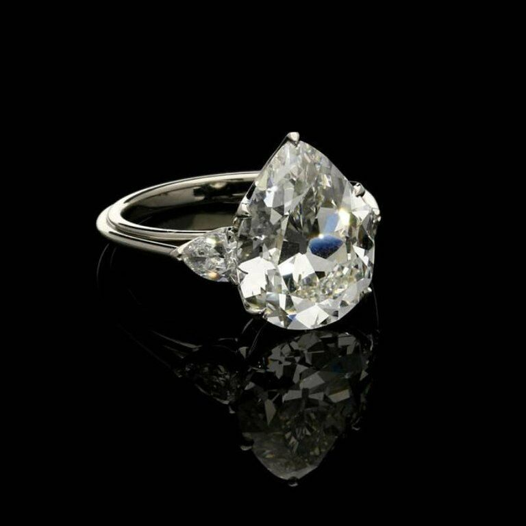 1.5Ct Pear Cut Diamond Trilogy Elegant Engagement Ring 18K White gold Finish