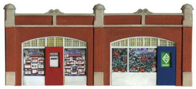 Wills SS18 OO Gauge Station Forecourt Shops Kit