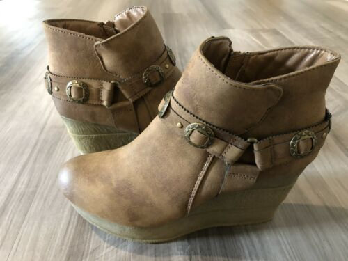 Sbicca Women's Size 8.5 Vintage Wedges Closed Toe