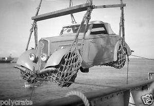 Photo-Chargement-voiture-ancienne-Peugeot-sur-un-bateau-deb-XXe-s
