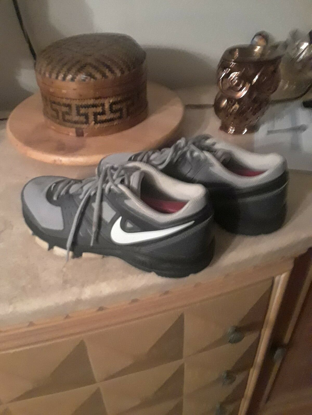 TNnike air trainers size 9 in very good condition condition condition grey colors, says Nike Air 1 c42665