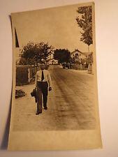 Traunstein im Juni 1934 - Mann mit Hut in der Hand geht spazieren / Foto