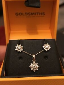 Goldsmiths-9ct-White-Gold-Cluster-Diamond-Necklace-amp-Earrings-Set-0-25ct-Round