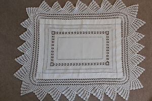 Vintage-white-linen-rectangular-cloth-with-crochet-and-cutwork