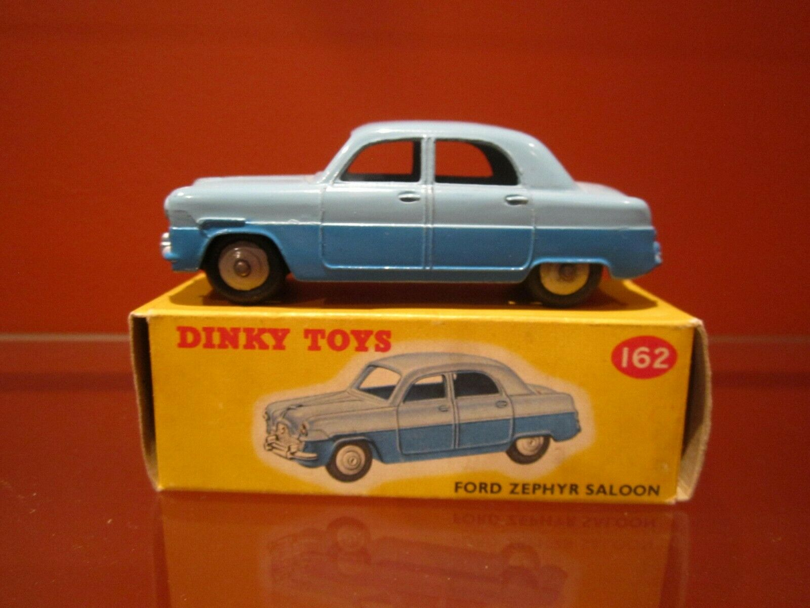 Dinky 162 Ford Zephyr saloon (2 couleurs) NMIB