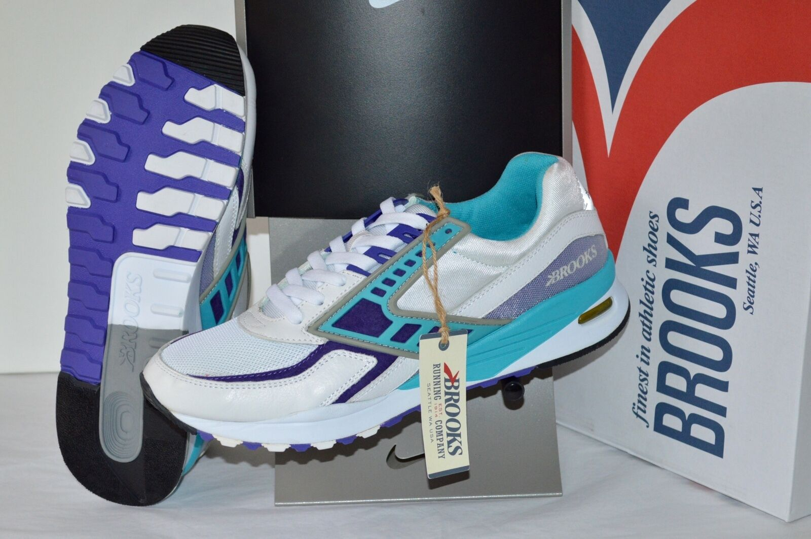 New 149 Brooks Regent White/Purple Opulance/Scuba Blue sz 11 110205-1D559 Retro