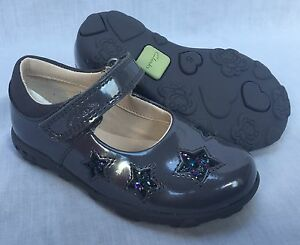 6992d1ba08f BNIB Clarks Girls Ella Glow Grey Patent Leather Lights First Shoes F ...