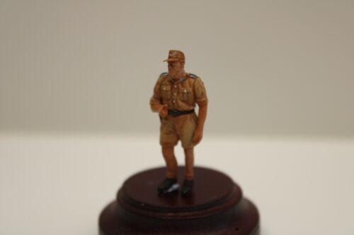 1//48 NWW 063 DAK Soldat mit kurzer Hose stehend